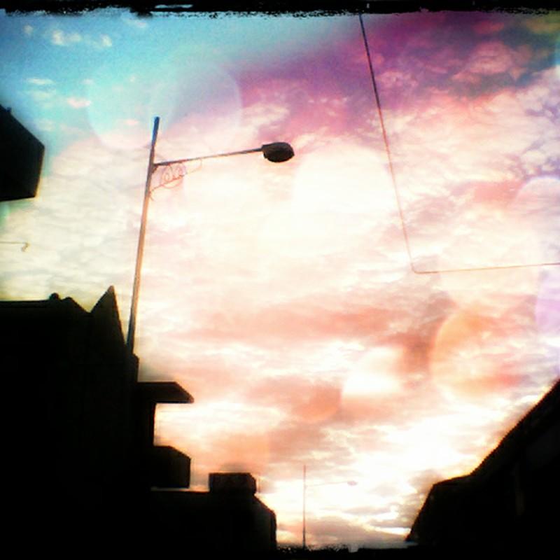 不思議な空の色