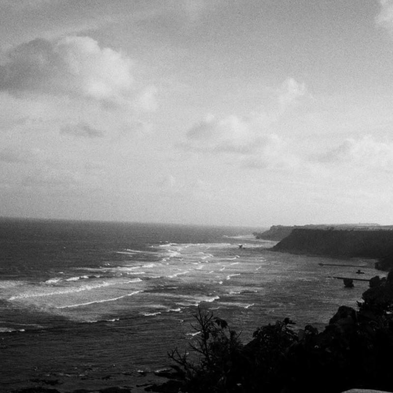 丘の上から見た海