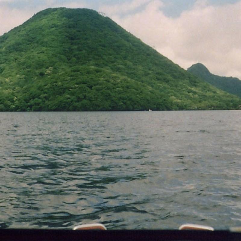 湖の真ん中より