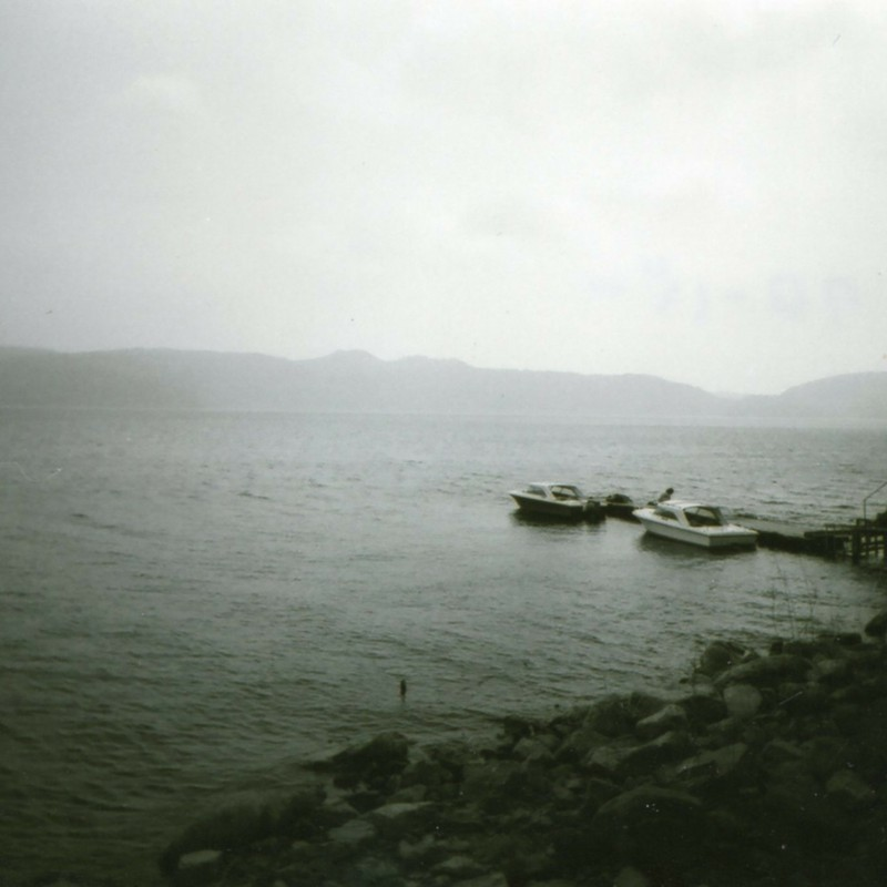この湖のどこかに・・・
