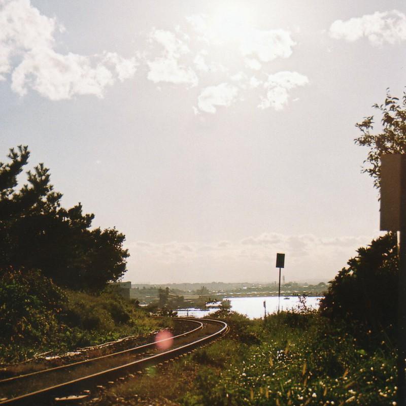 海の見える線路