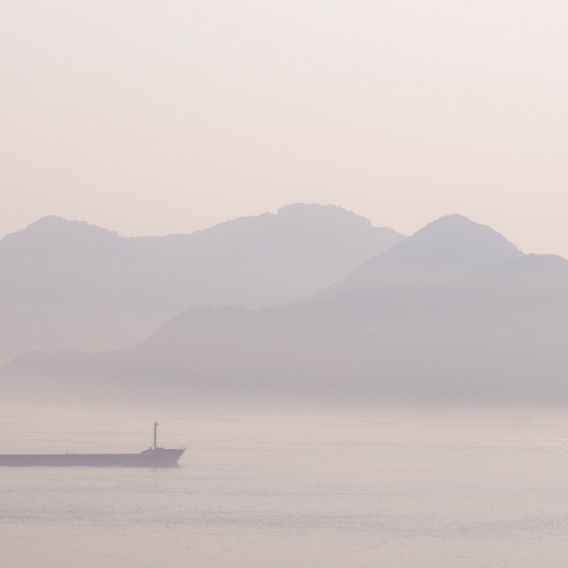 朝靄の海峡