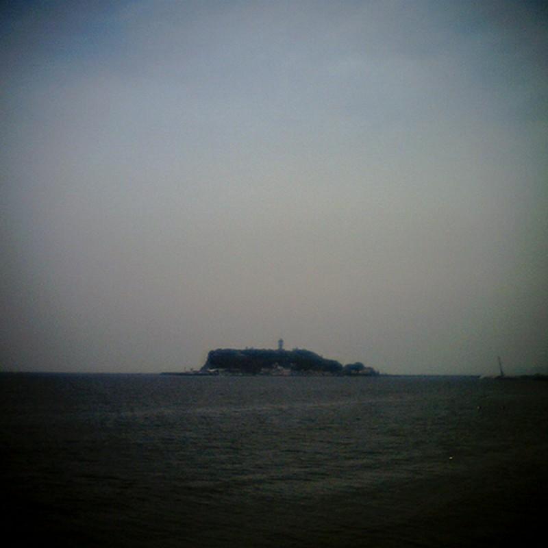 江ノ島浮かぶ