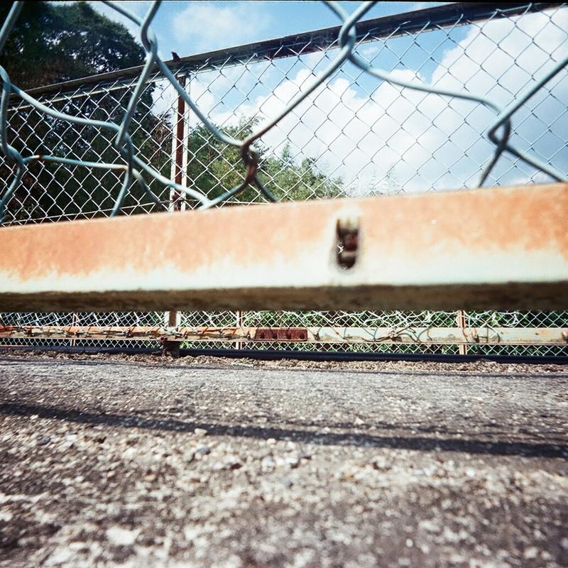 フェンスの向こう側へ