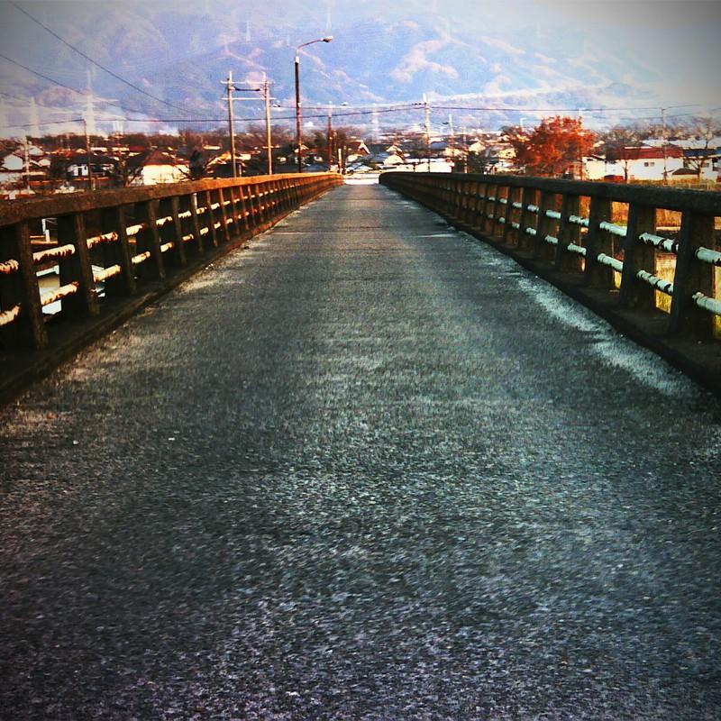 橋の向こう側へ