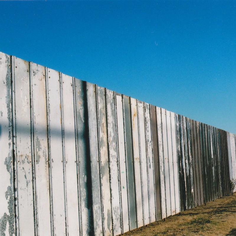 壁を越えて
