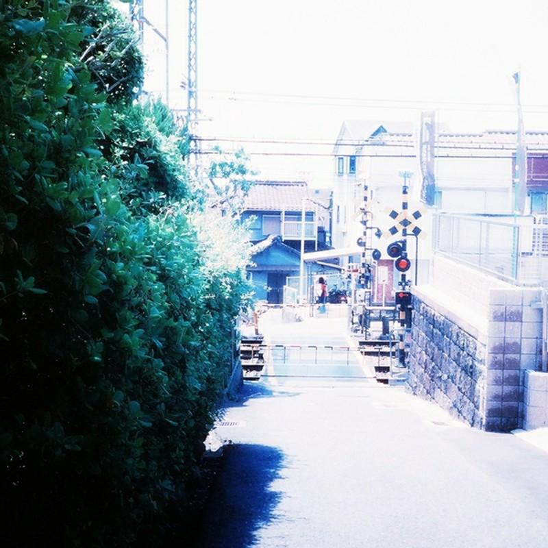 街道の踏み切り
