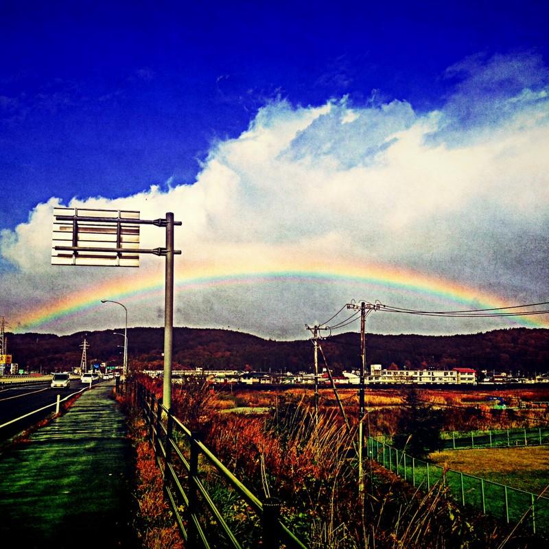 見送る虹。