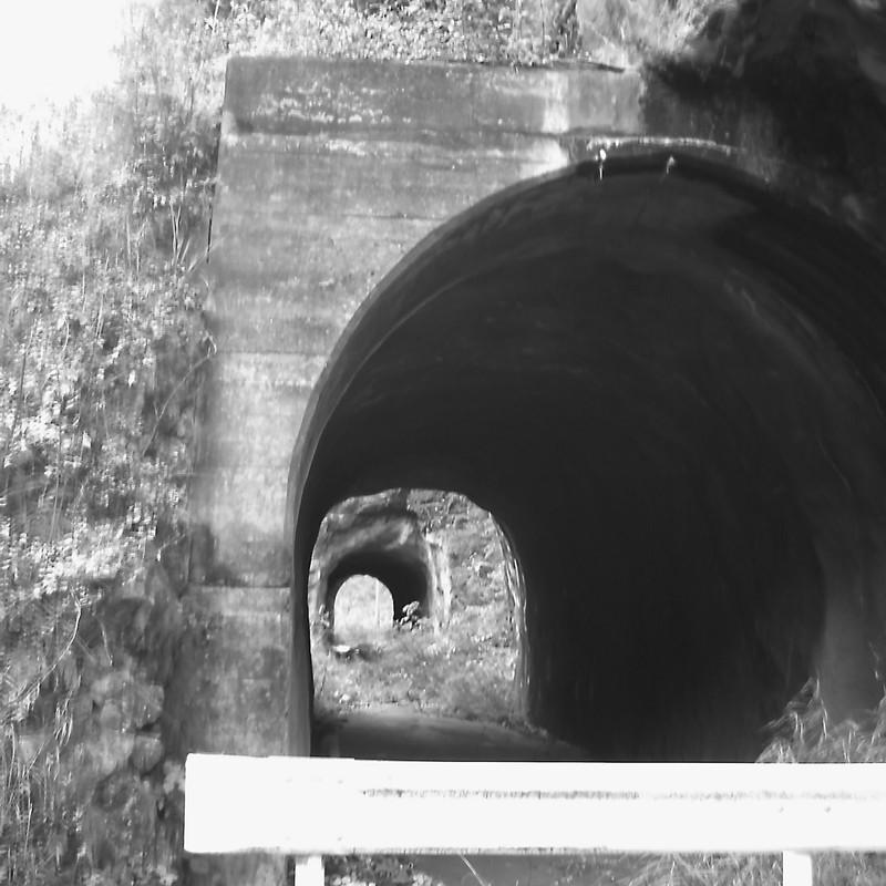 トンネルず。