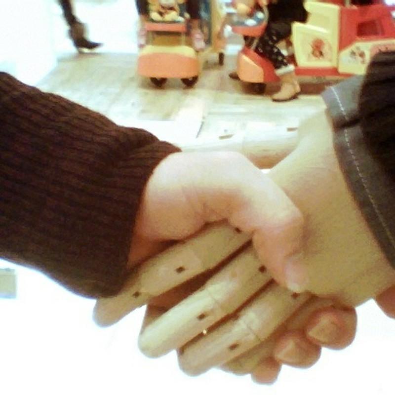 人間  握手  人形