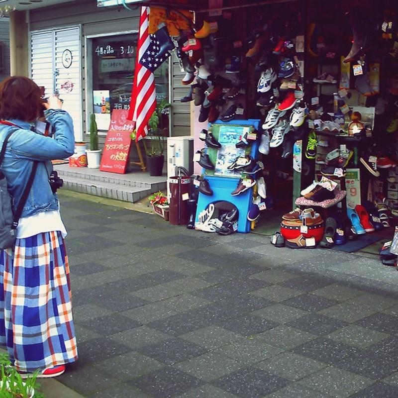 入るのはためらうけど思わず撮りたくなる靴屋さん。