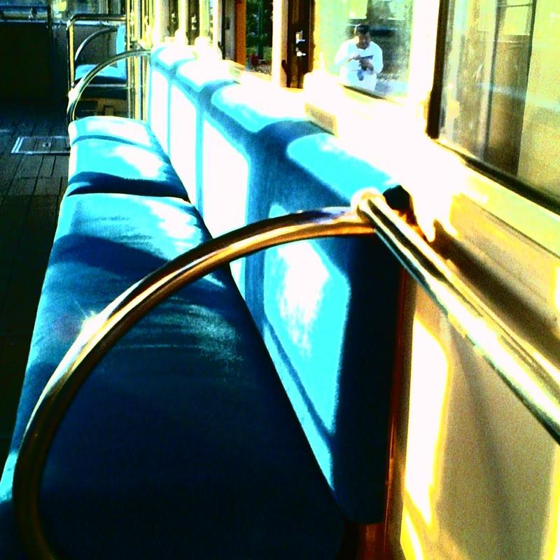 古い電車にて