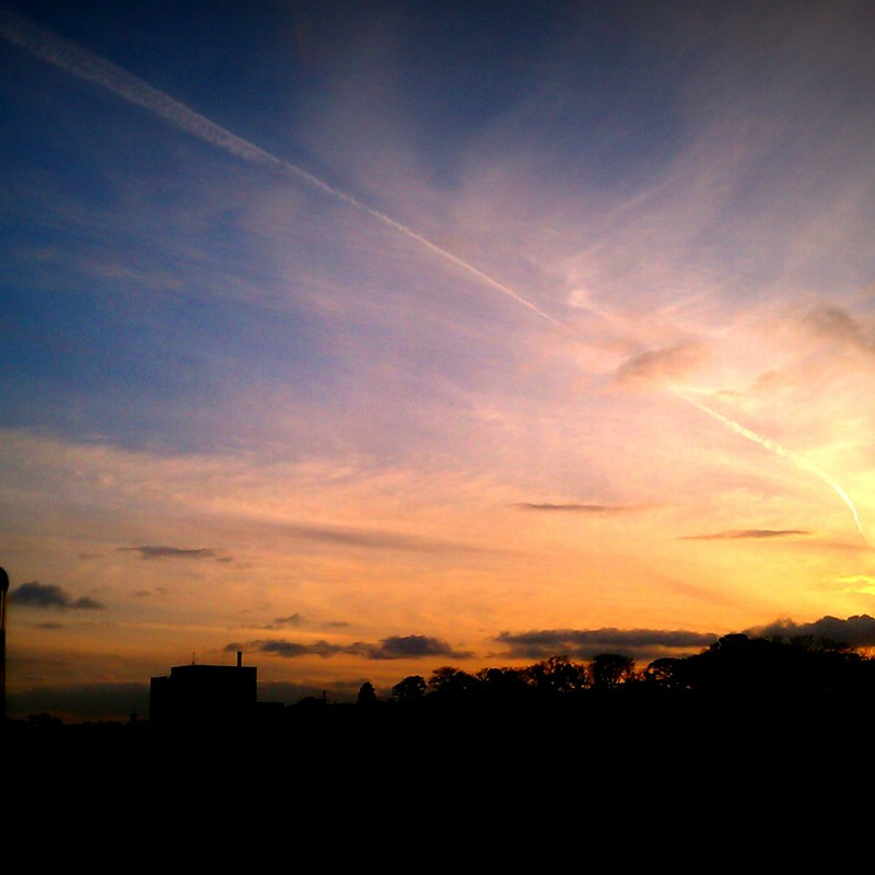 夕日に伸びる跡