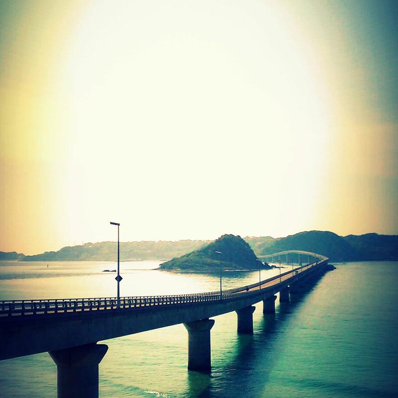 橋の向こうで
