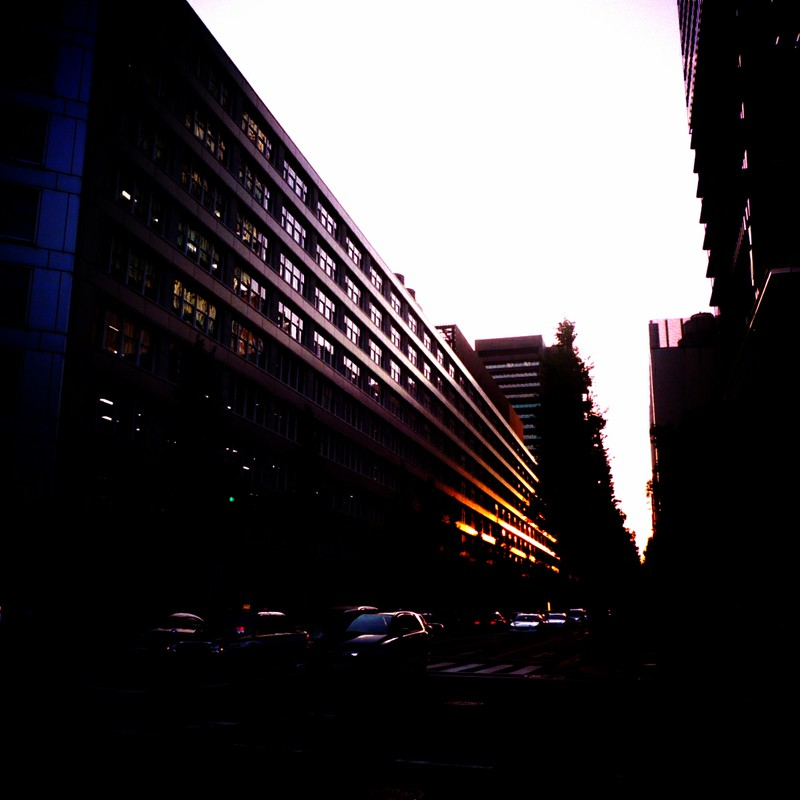 反射する夕日