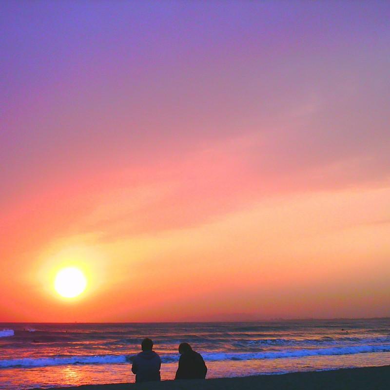夕日を眺めながら