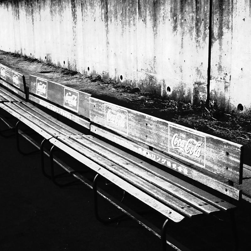 並んだベンチ