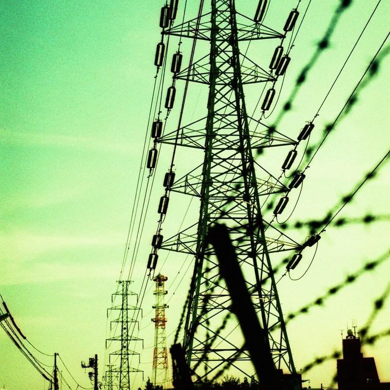 鉄塔電線有刺鉄線 空