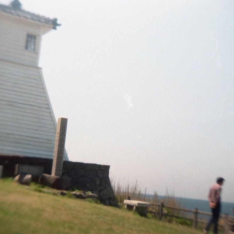 灯台の下の二人