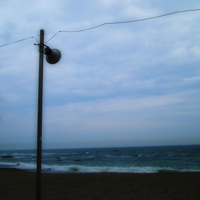 まだ静かな海水浴場