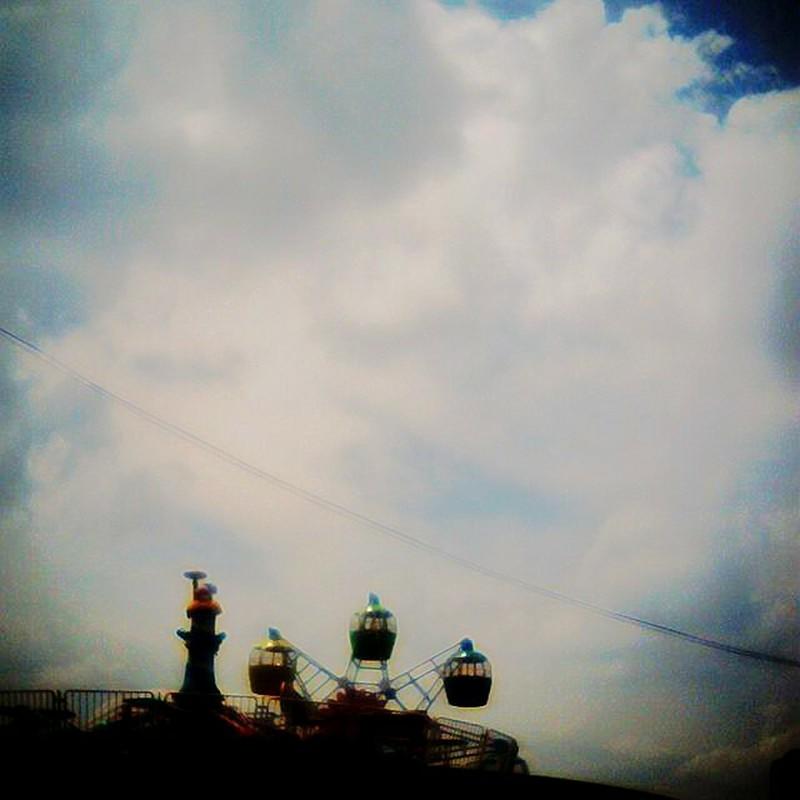百貨店屋上から見えた雲