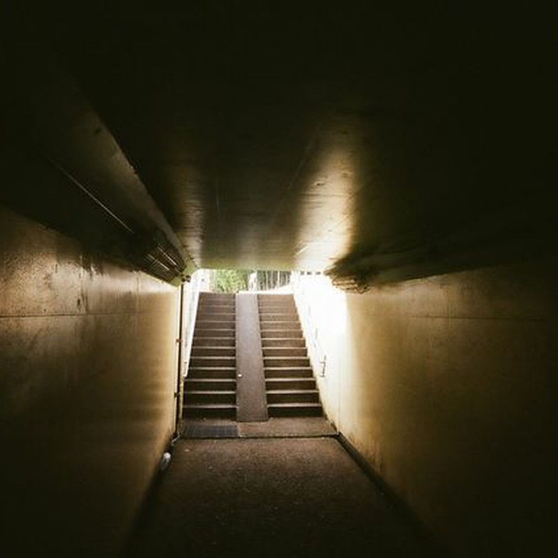地下道を抜けると~