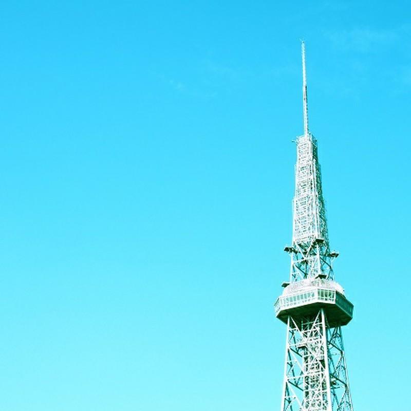 あおいろバックに・・・そびえたつ塔