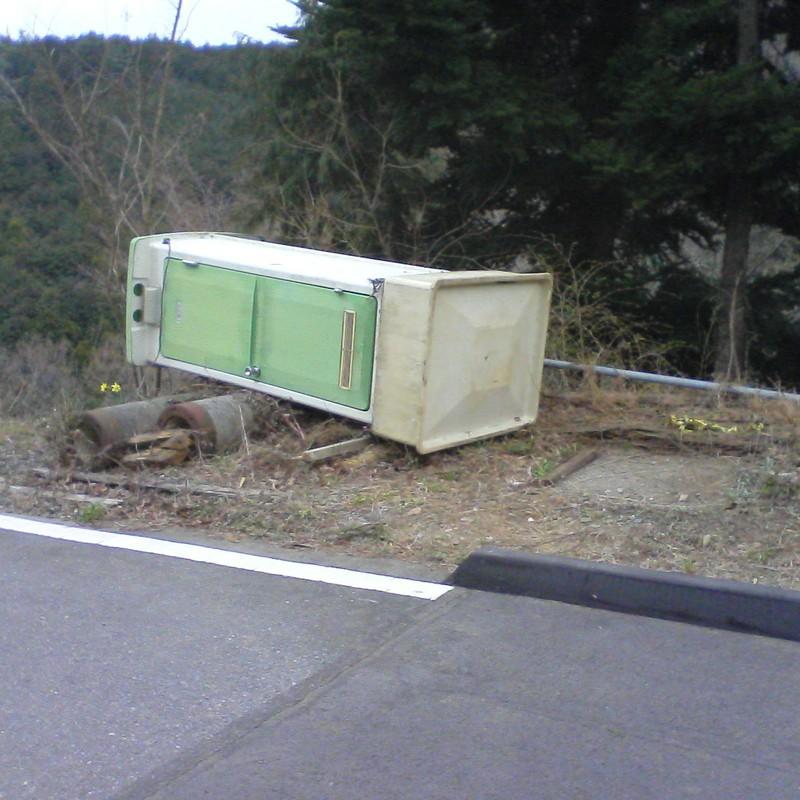 2012/04/07_倒れたトイレ