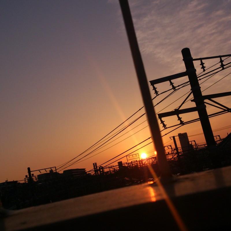 歩道橋からの朝日