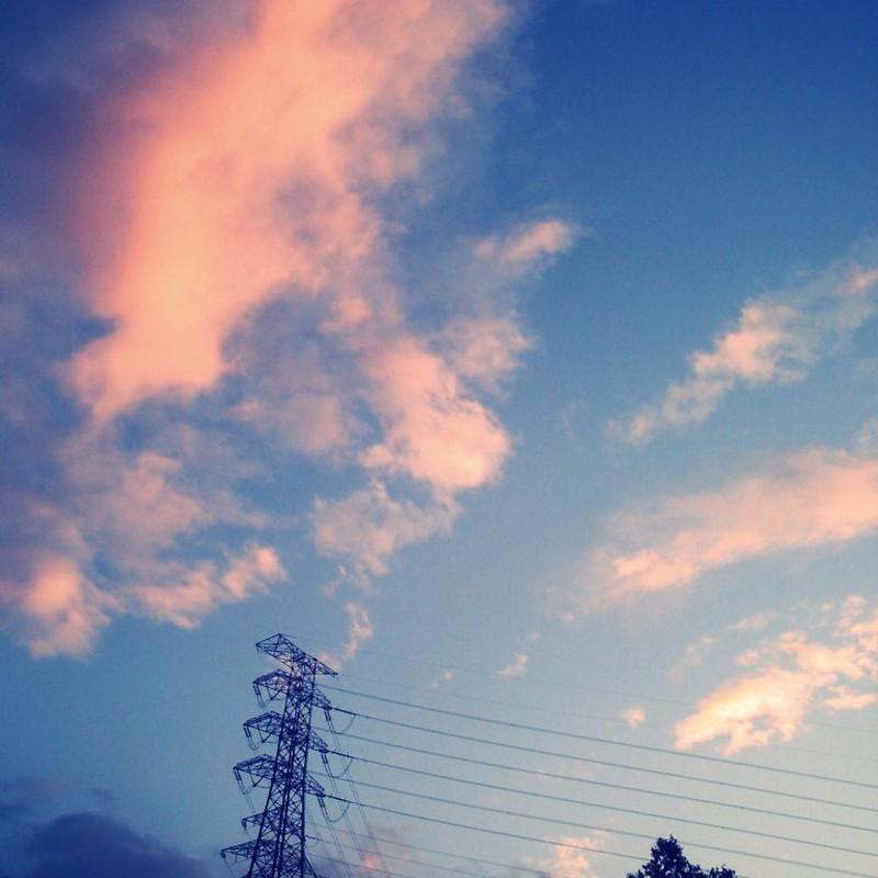 MediumBlueとピンク色の雲
