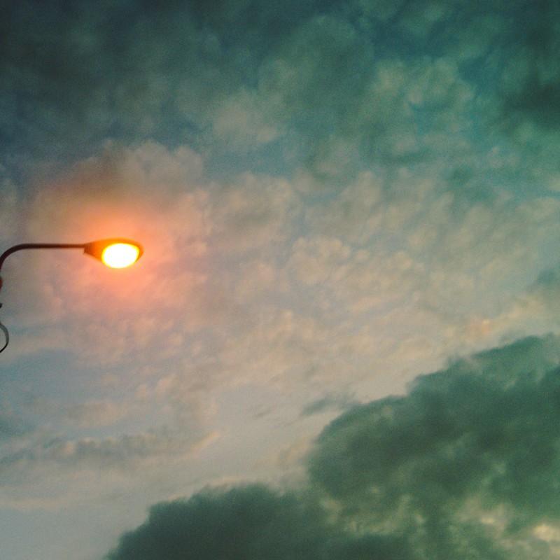 夕暮れ街灯