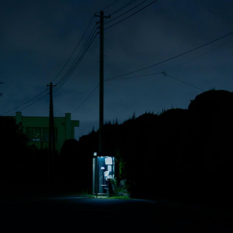 夜の公衆電話はセクシーだな
