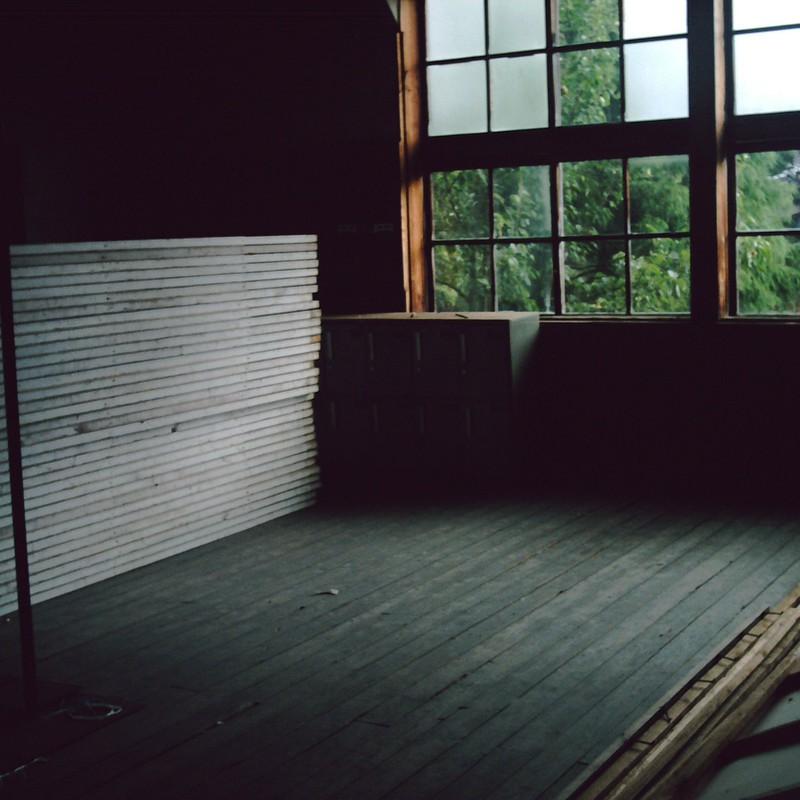 雨音響く木造校舎