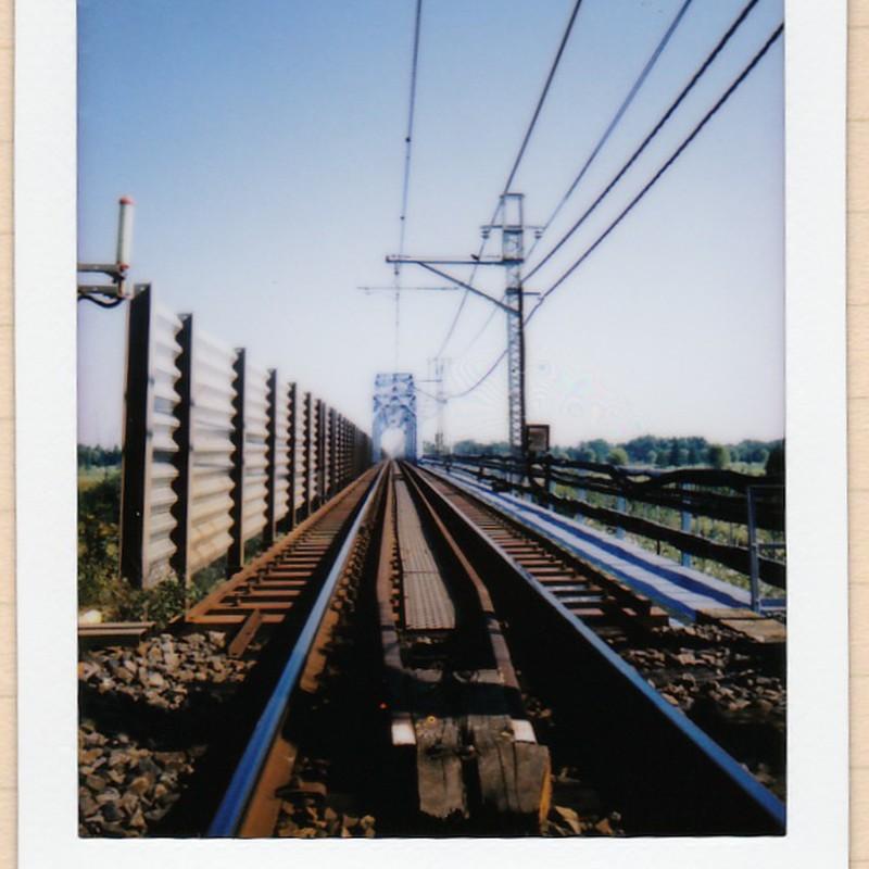 鉄橋に向かって