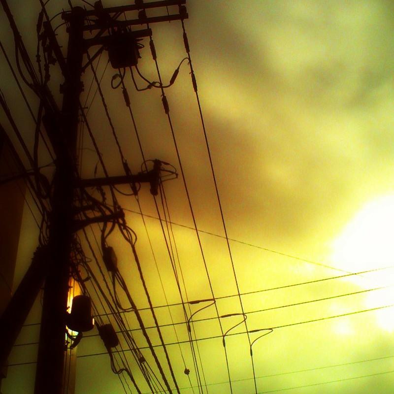 朝でも外は暗かった