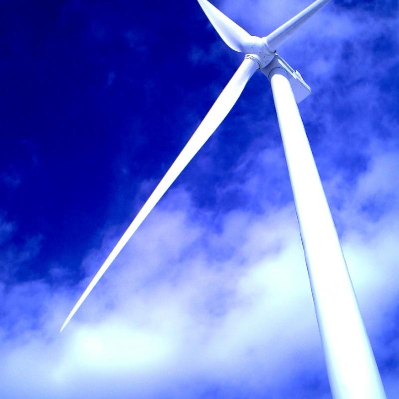 ども、風力発電機です