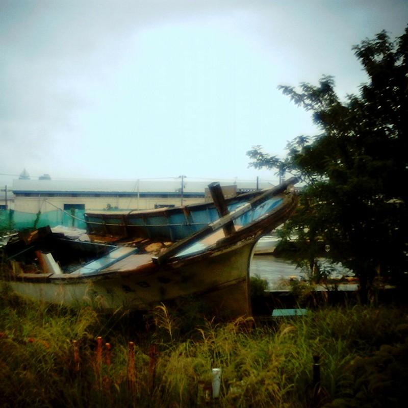 Re:陸にあげられた船