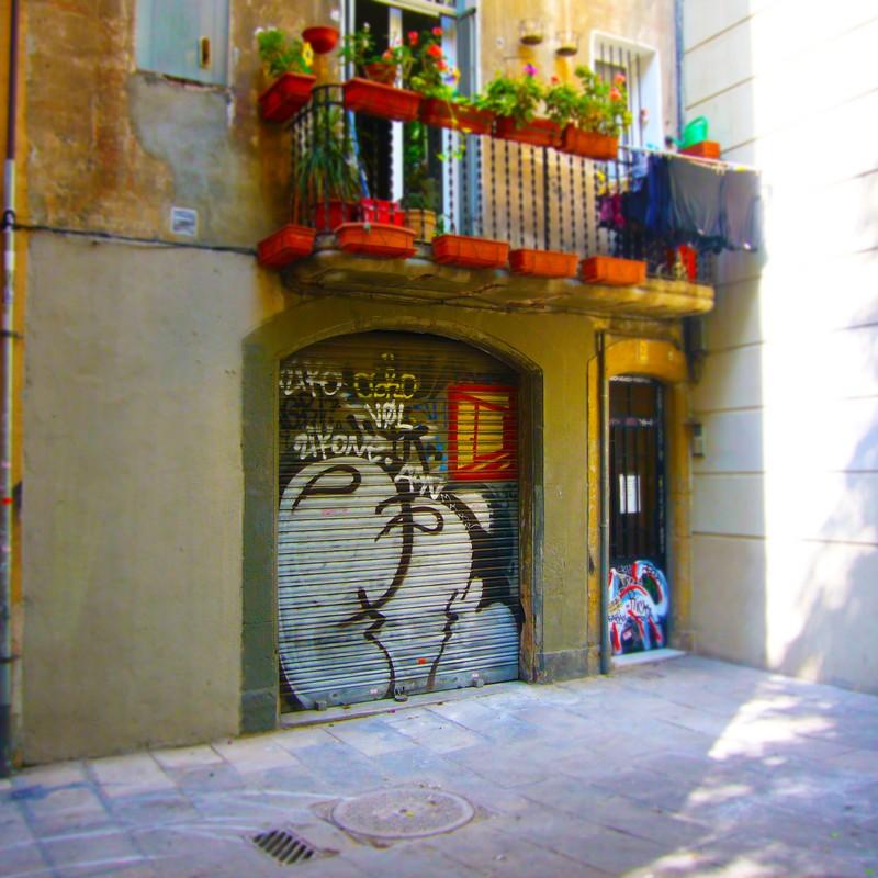 バルセロナ路地で見つけたシャッター